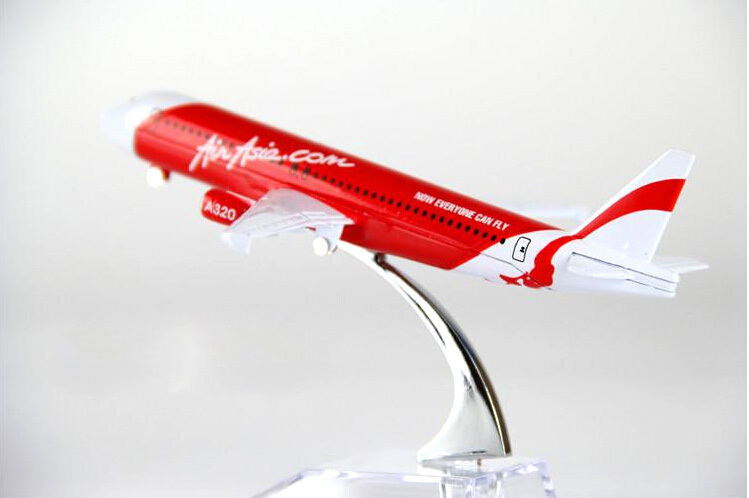 air passenger plane model A320 Asian aviation aircraft A320 16cm Alloy simulation airplane model for kids toys Christmas gift(China (Mainland))