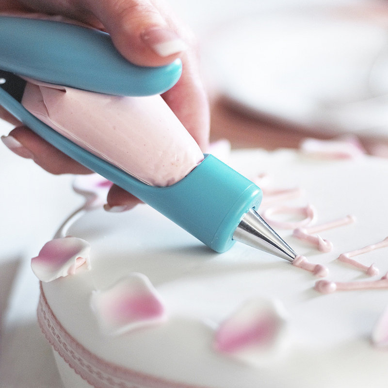 How To Make Cake Decorating Nozzles At Home : Kitchen Accessories Decorators Fondant Cake Decorating ...