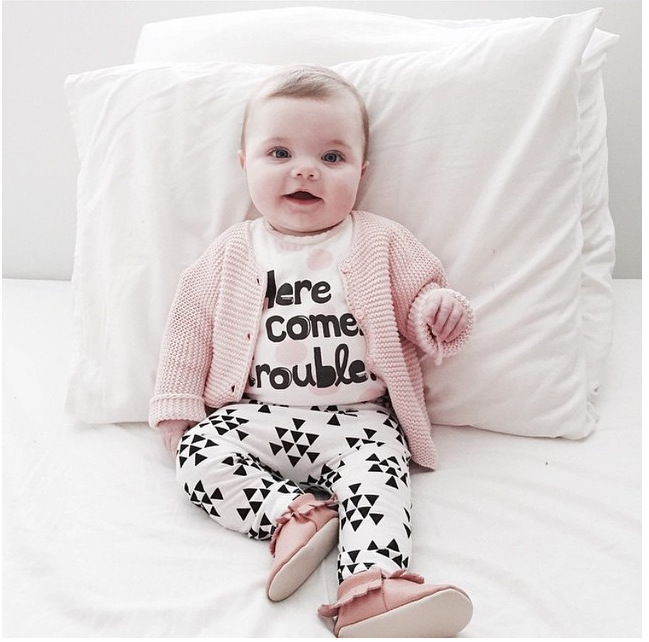 2016 Autumn Baby babe girls clothing sets carters infant long-sleeved letter cotton T-shirt & pants Here Comes Trouble babe girl(China (Mainland))