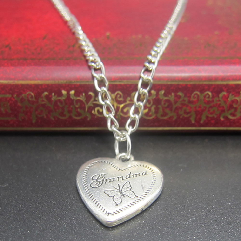 2016 Горячей Популярные Бабушка Ювелирные Изделия Алфавитном Бабочка Шаблон в форме Сердца Кулон Ожерелье
