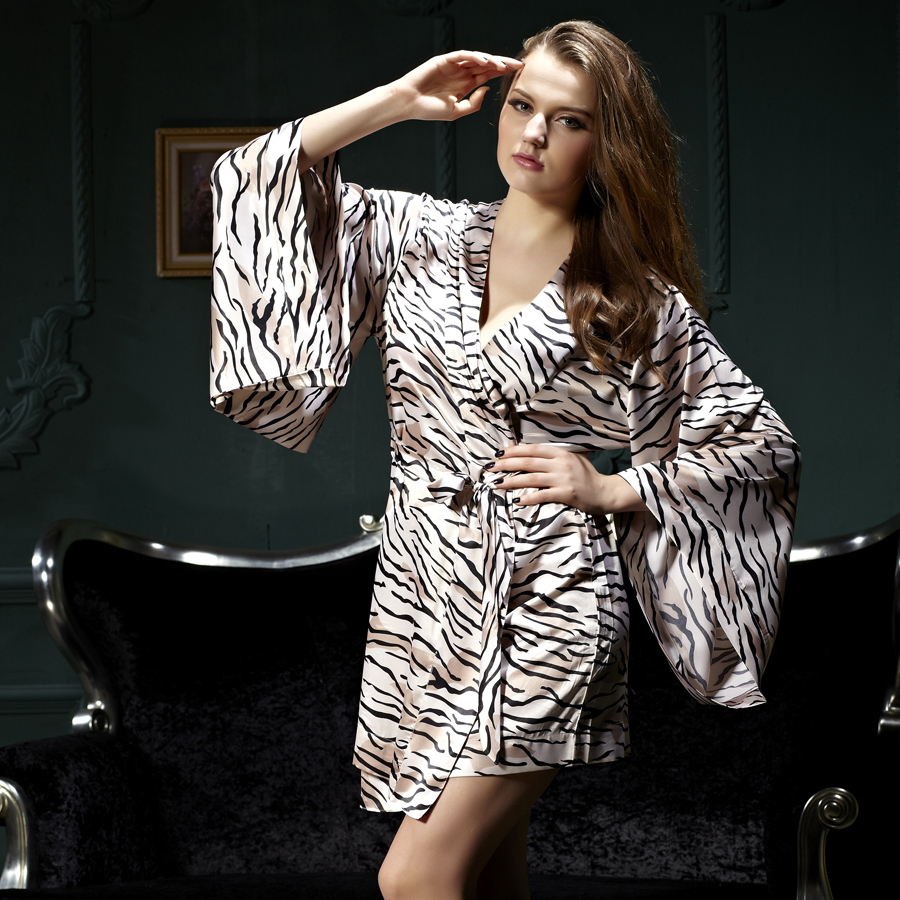 Sexy Leopard Women Robes Three Quarter Soft Bathrobe Knee-length Roupa De Noite Femininos Imitation Silk Sleepwear 4201(China (Mainland))