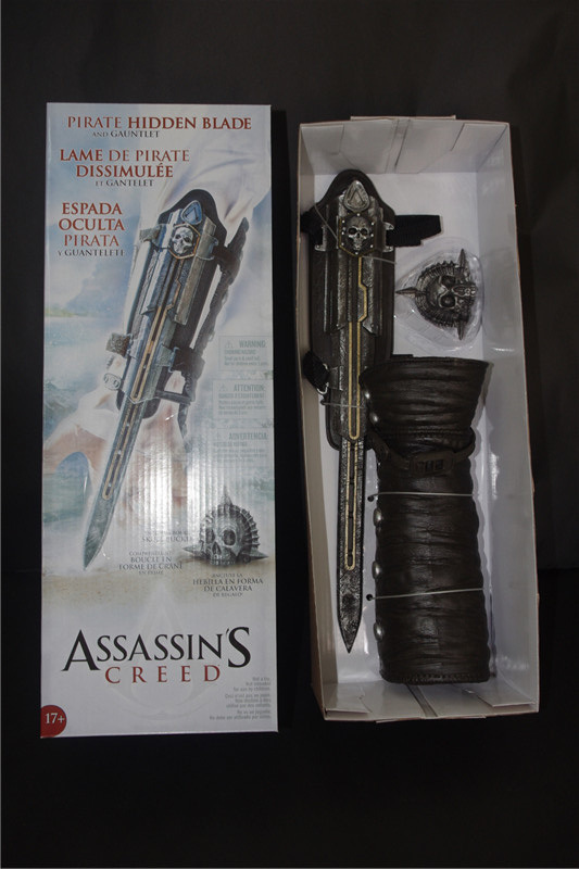 Free-shpping High Quality 1pcs NECA Assassin's Creed Hidden Blade Edward's arms Gauntlet Replica Cosplay Christmas Gift(China (Mainland))