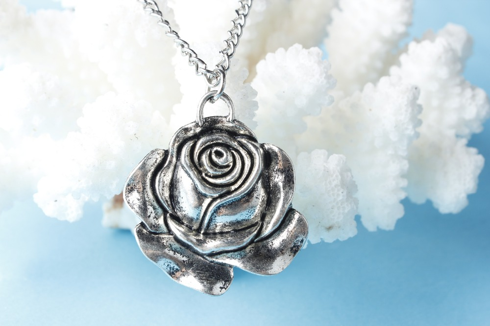 Silver Enamel Rose Flower Pendant Necklace silver Platinum Plate Austrian Crystal Necklaces(China (Mainland))