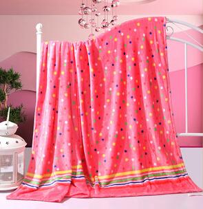 Одеяло на кровати , который является охрана окружающей среды и нет-пилинг , что норки одеяло-бестселлером является лучшим выбором зимой