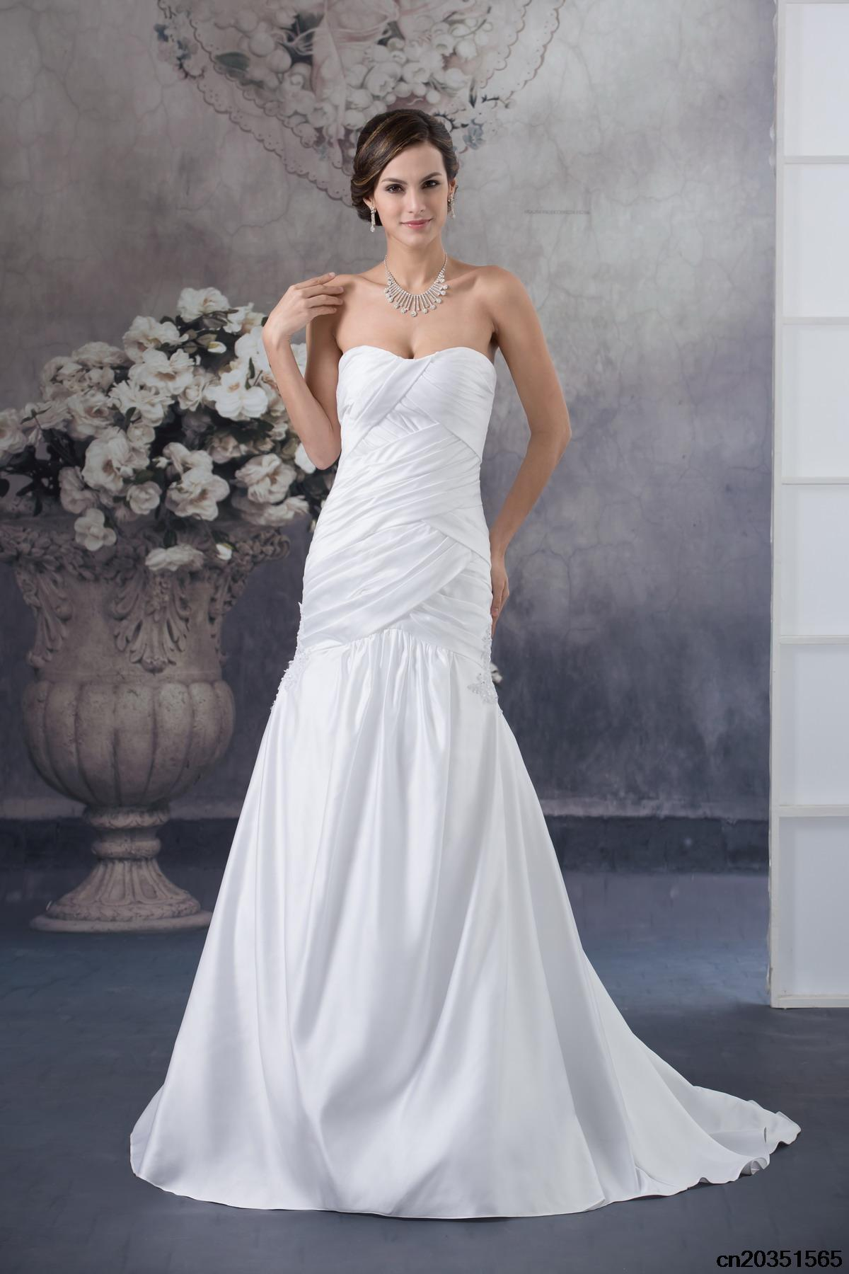 simple wedding dress with Floor length court train