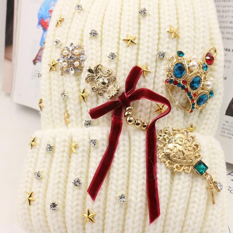 Скидки на Зима Теплая Лисий Мех Pom Poms Вязаная Шапка Шапочки Для женщины Очарование Барокко Полный Звезда Хрустальная Корона Cap Бантом Головные Уборы Подарок