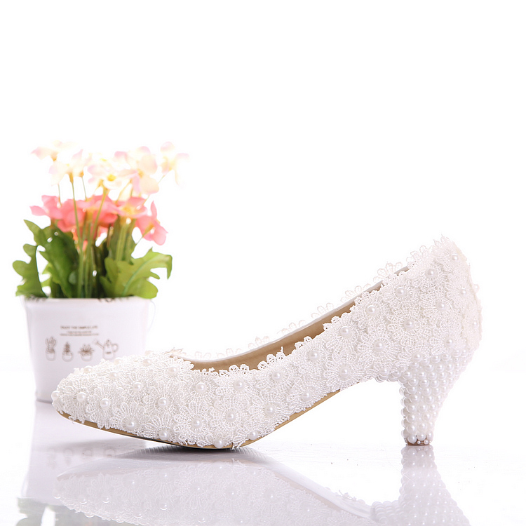Aesthetic white dwarf with lace flower wedding shoes pearl women pumps shallow mouth shoes bridal shoes(China (Mainland))