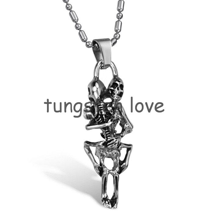 New Fashion Men's Rocker 316L Stainless Steel Lover Hug Skulls Pendant Necklace Chain Boys Punk Gifts(China (Mainland))