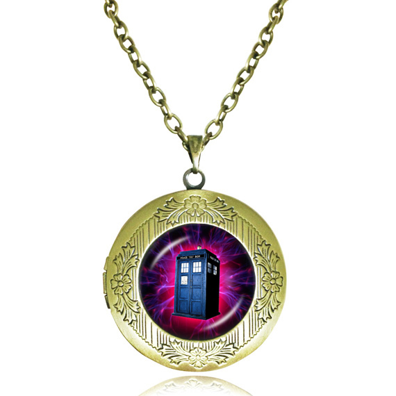 Doctor who locket necklace green Tardis house Jewelry Time Machine Police box pendant tardis silver necklace women jewellery(China (Mainland))