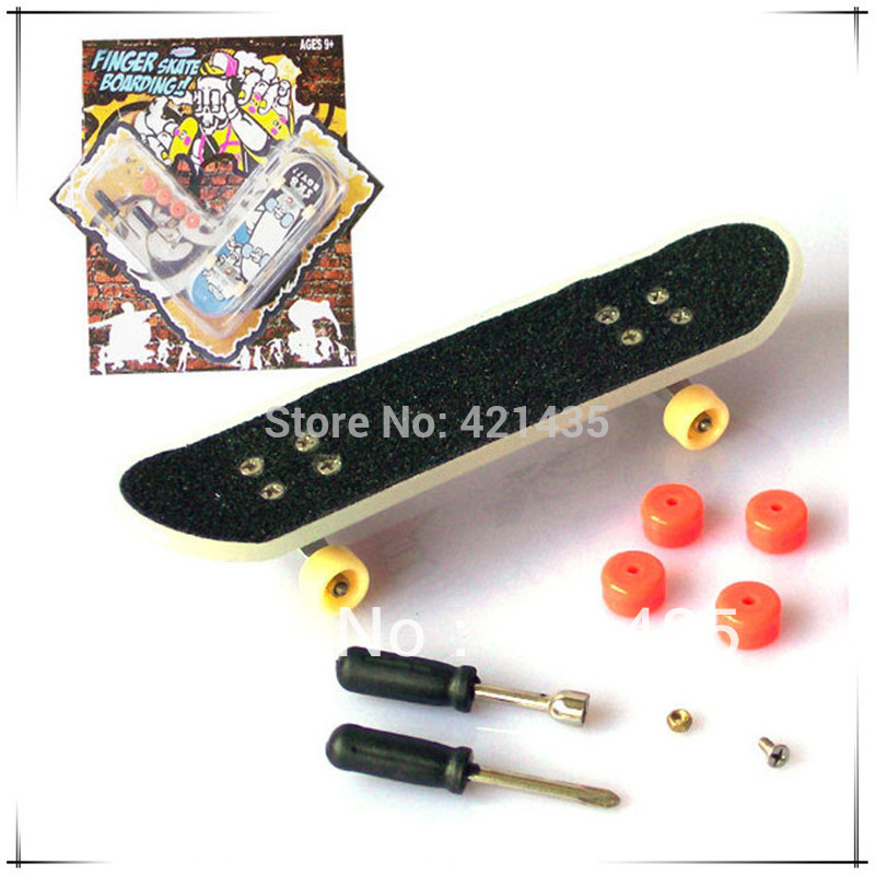 74L-38 Free shipping Creative children's toys boys birthday gift Blister card mini finger skateboard set with tools Variety(China (Mainland))