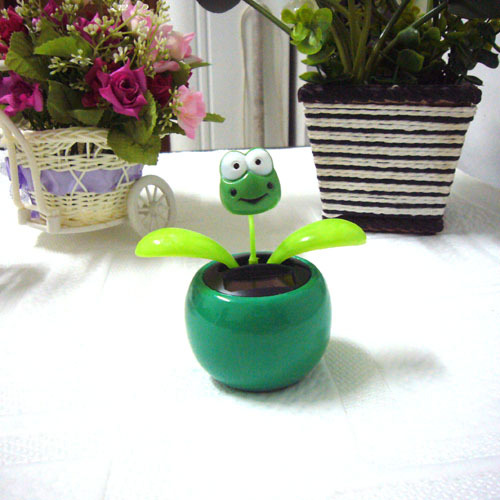 Free Shipping Swing Ceaselessly No Battery Under Full Light Car Decoration Novelty Toy Solar Dancing Flower Flip Flap Frog Top(China (Mainland))