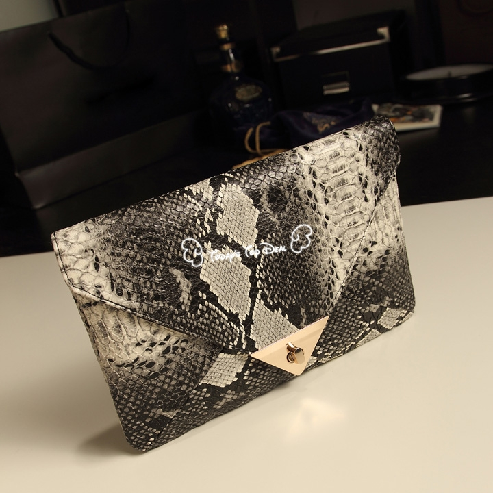 2015 New Sexiw Wholesale Fashion Women's Snake Skin Envelope Bag Day Clutches Purse Evening Bag Free Shipping 12582(China (Mainland))