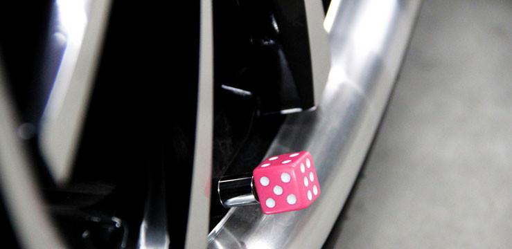 Горячие 4шт/лот красочные кубики hellaflush hf авто автомобиль грузовик шин колесо ventil шин клапан шапки покрытия автомобилей укладка автомобильные аксессуары