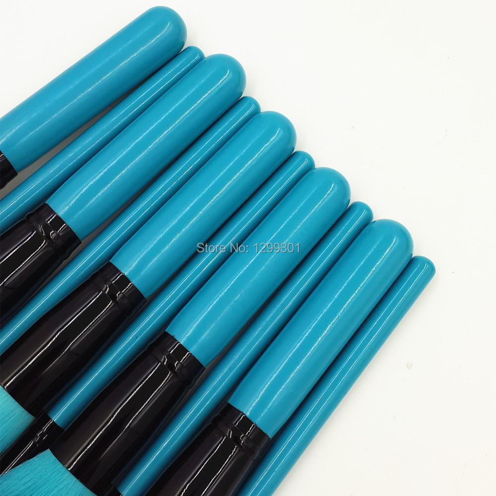 Queen Blue Makeup Brush