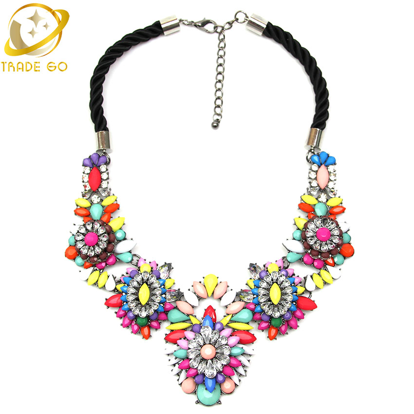 http://g01.a.alicdn.com/kf/HTB1yHObLpXXXXbSXVXXq6xXFXXXO/Brand-Designer-Flower-Choker-Women-Necklaces-Pendants-Fashion-Statement-Necklace-2015-Unique-Cute-Luxury-Big-Pendant.jpg