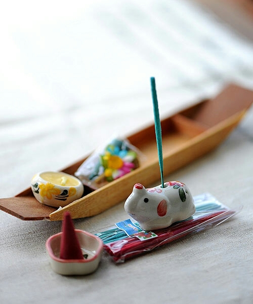 Thai incense set w/ wood boat, 2 packs of incense stick,1 elephant holder, 2 cone incense, 1 plate holder, 1 scented candle(China (Mainland))