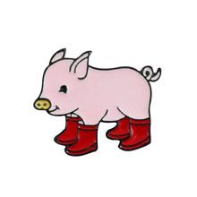 Porco cor de rosa Broche Cor Botas de Chuva Botas de Chuva Dos Desenhos Animados Piggy Bonito Esmalte Pin Camisa T-shirt Fun Crianças Crachá de Couro Do Punk presentes(China)