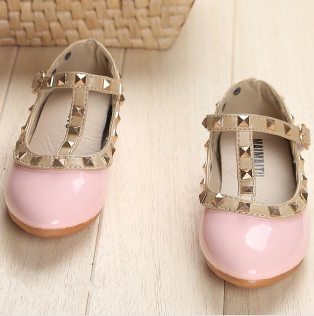 Новый 2016 Девушки Принцесса Обувь Дети Квартиры Детей Кожаные Ботинки Заклепки Тапки