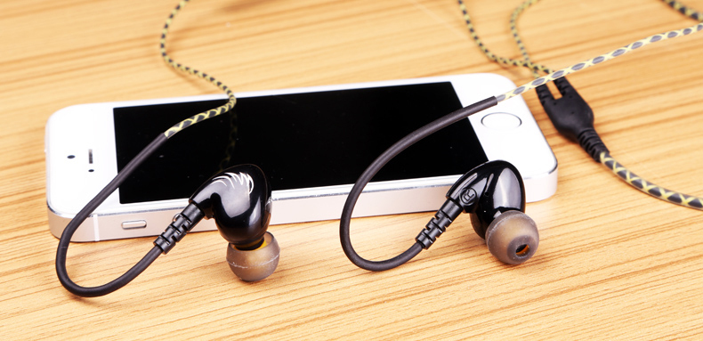 Sports Earphones Running Headset Waterproof with microphone Consumer Electronics Orinigal earhook Mobile Headphone MP3 W1