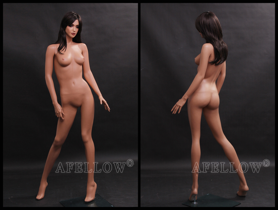 Realistic nude girl mannequins