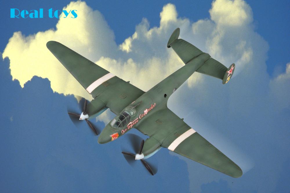 Hobby Boss model 80296 1/72 Soviet PE-2 Bomber plastic model kit(China (Mainland))
