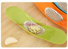 2015 new arrival  New Novelty Gadget Kitchen Garlic Press Garlic Crusher Chopper hot sale frannk(China (Mainland))