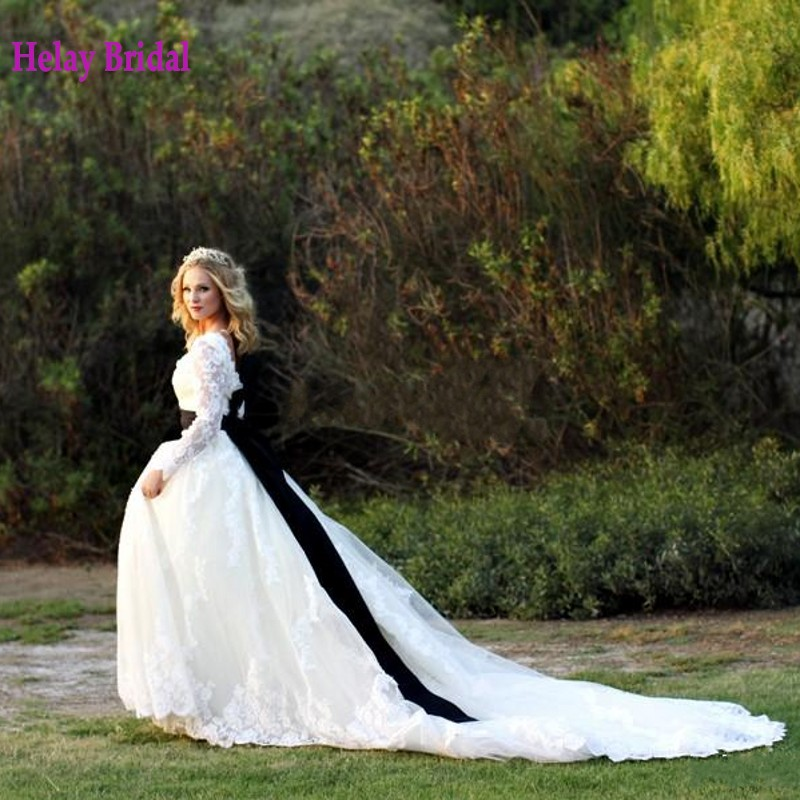 Black And White Wedding Dress Cathedral Train 2015 Custom Made Classic Lace robe de mariee Long Sleeves Boat Neck Bridal Gown(China (Mainland))