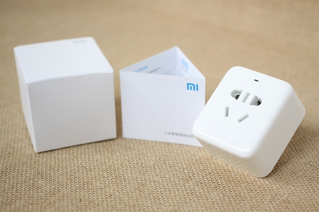 Original Xiaomi Mi Smart Socket Remote Control by Phone APP Small Intelligent Outlet with Temperature Sensor for Home Electric