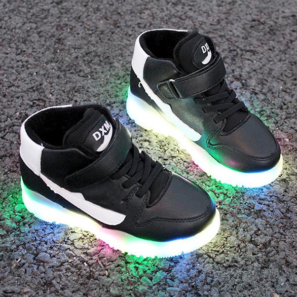 Детские прогулочные кроссовки для мальчиков и девочек со светодиодной подсветкой на осень/зиму детская обувь