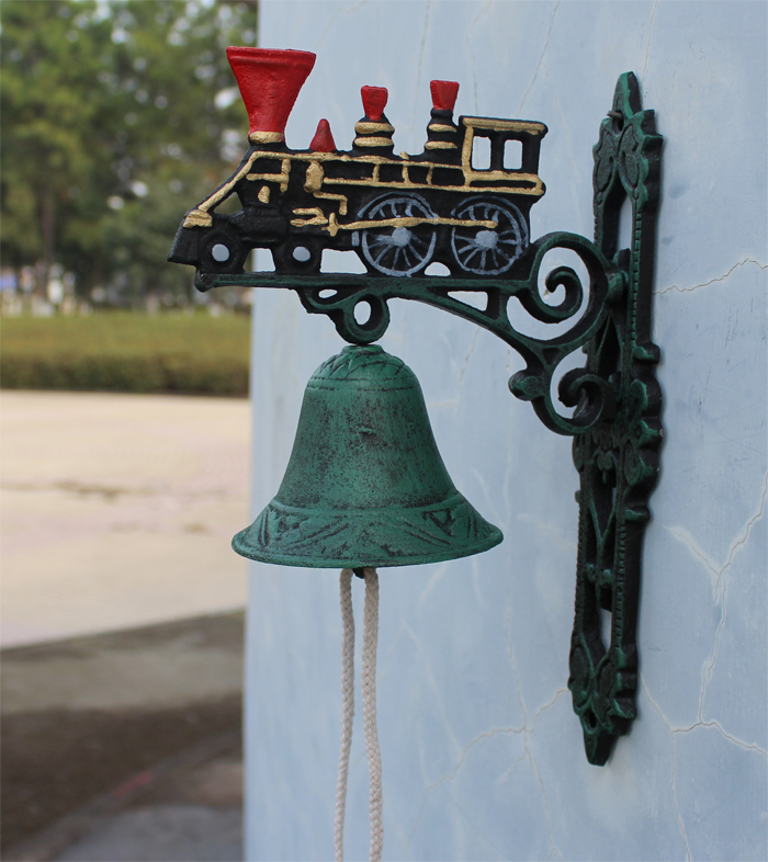 Cast Iron Painted Train with Large Bell Steam Engine Dinner Bell Collectible Metal Craft Outdoor Garden Wall Mount Free Shipping(China (Mainland))