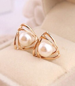 Korean jewelry sweet and romantic and lovely and generous temperament imitation pearl earrings Free shipping