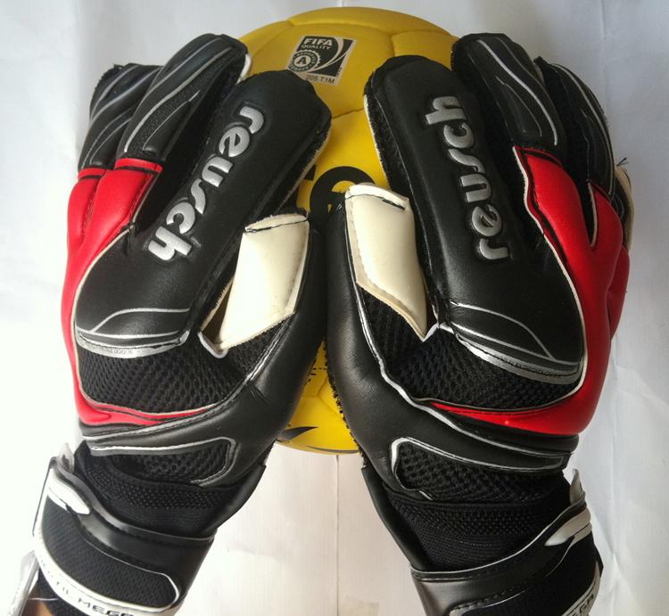 Full Finger Latex plam Brand Professional Brazilian Original Reusch Soccer/Football Goalkeeper Gloves bola de futebol Grasp good(China (Mainland))