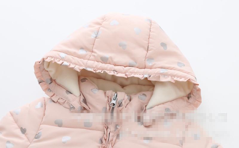 Скидки на Девушки Зима Розовый Сердце Любовь Куртка Дети Цветов С Капюшоном Хлопка Мягкой Одежда верхняя Одежда Дети Пальто
