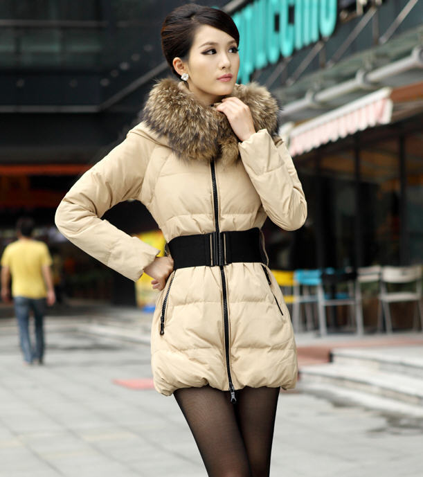 Фотография 2013 Winter New Large Luxury Slim Warm Raccoon Fur Collar Long White Duck Down Jacket Women With Free Belt H1762