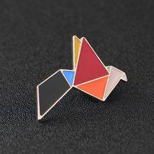 Di modo Origami Crane Coniglio Pinguino Elefante Gatto Oca Balena Cavallo Spille Colorful Splicing Animale Smalto Spilli Distintivi e Simboli Gioielli(China)