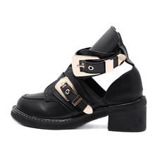 Sonbahar Ayakkabı Kadın yarım çizmeler Toka Kayış Oymak Kare Yüksek Topuklu Serin Bayanlar moda ayakkabılar Yılan Deri Kadın Botas 2019(China)