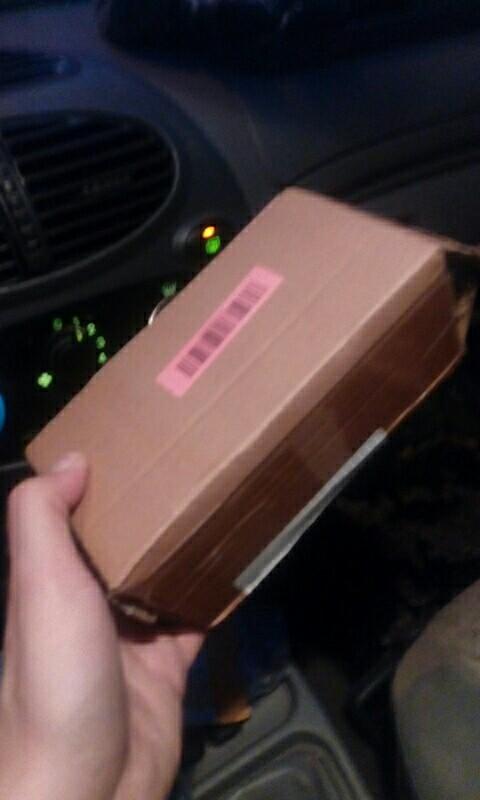 упаковка в картоне, нормально, положил к очкам футляр и салфетку!! рекомендую продавца, очки понравились