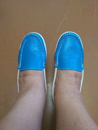 Заказала туфли 24.10, получила 18.11. Обувь  заказала в первый раз, т.к. проблемные ноги.Ношу 38 р , взяла 8,5 в самый раз, даже на мою широкую ногу и косточки. Очень довольна, рекомендую. С продавцом не. общались