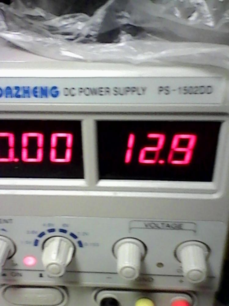 """заказ сделан 30 октября,в Рязань пришел 23 ноября. Упакован хорошо. монтаж платы без """"соплей"""".Продавец вежливый и общительный. Радиатор микросхемы жиденький. На 0.6 амперах LM-317 нагрелась градусов до 60-ти.Напряжение """"просело"""" на 1.3 в. Для слаботочных светодиодов и др.нетокоемких нагрузок - самый раз. Из опыта - подобные штучки,в т.ч. DC-DC модуляторы нужно заказывать с запасом процентов на 30 минимум. Завышают параметры.Фото 1,2 - без нагрузки. Фото 3,4 с нагрузкой. Продавцу спасибо.Рекомендую."""