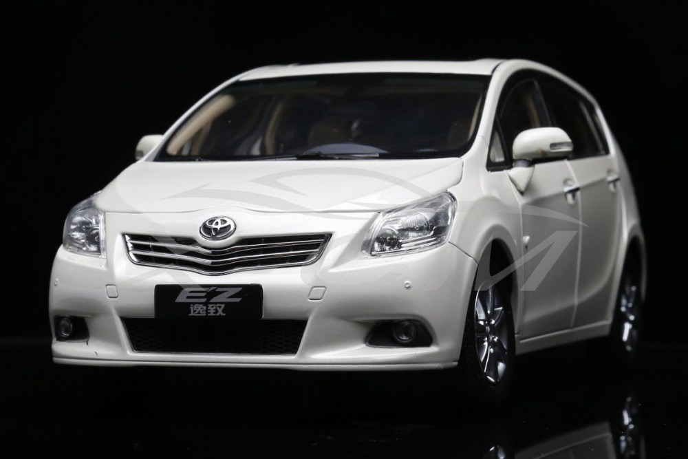 Diecast Car Model Toyota EZ Verso MPV Yizhi 1:18 (White) + SMALL GIFT!!!!!(China (Mainland))