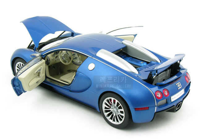 buy brand new autoart 1 18 scale bugatti eb veyron 16 4 bleu. Black Bedroom Furniture Sets. Home Design Ideas