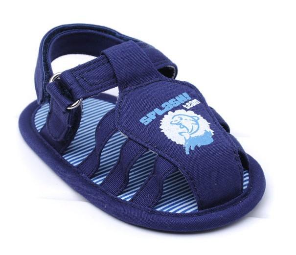 De color azul del verano las sandalias del bebé niños zapatos ...