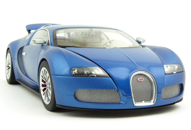 buy brand new autoart 1 18 scale bugatti eb veyron 16 4 bleu centenaire 2009. Black Bedroom Furniture Sets. Home Design Ideas