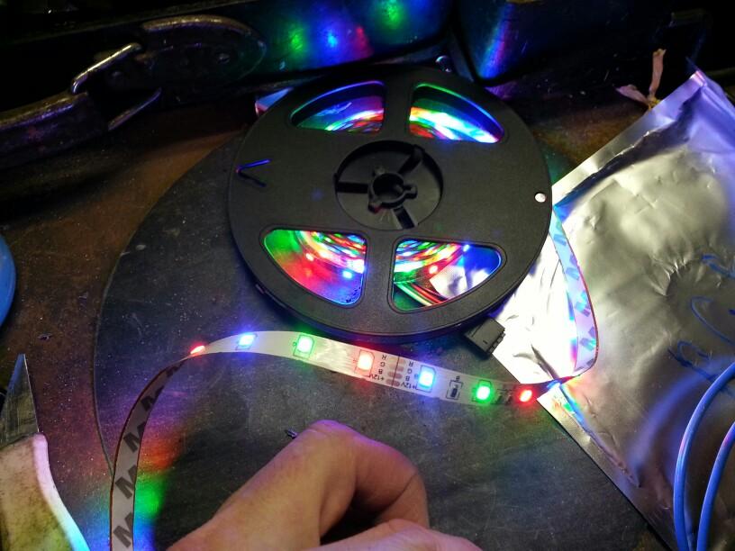 Это не полноценное RGB. Просто разные светодиоды на одной ленте. Не придумал куда применить но товаром доволен.